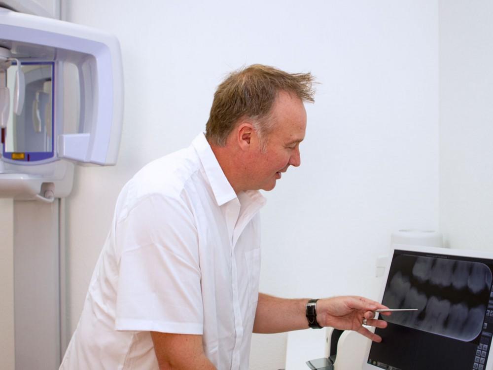 Bild:Dr. Matthias Herter - zahnärztliche Chirurgie