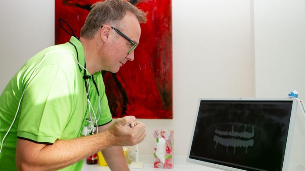 Bild:Dr. Matthias Herter - Moderne zahnärztliche Implantate